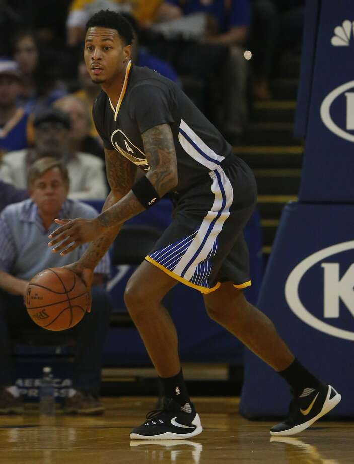 Warriors' Brandon Rush takes the ball down the court during the Golden State Warriors vs. the Sacramento Kings game in Oracle Arena Nov. 28, 2015 in Oakland, Calif. Photo: Leah Millis, The Chronicle