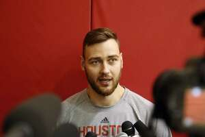 Rockets' Donatas Motiejunas back at team's shootaround - Photo