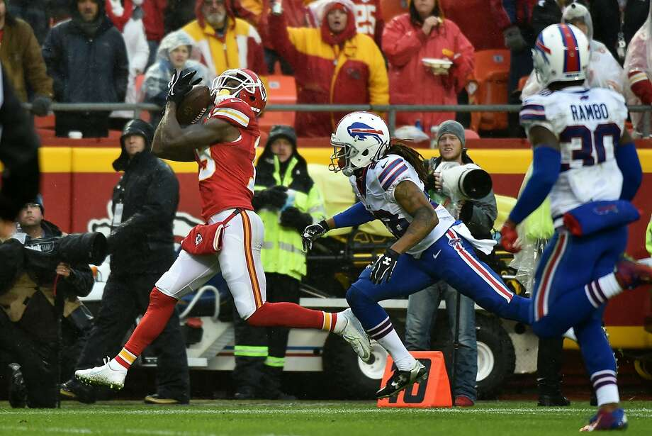 Kansas City Chiefs receiver Jeremy Maclin had nine catches, including this touchdown grab. Photo: Peter Aiken, Getty Images