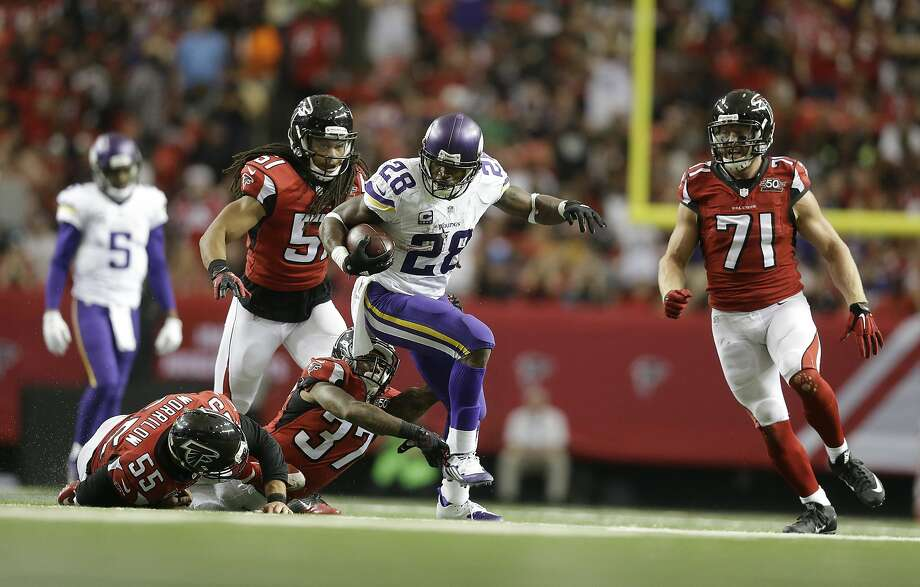 Minnesota Vikings running back Adrian Peterson (28) breaks a tackle on a day he ran for 158 yards and two touchdowns. Photo: David Goldman, Associated Press
