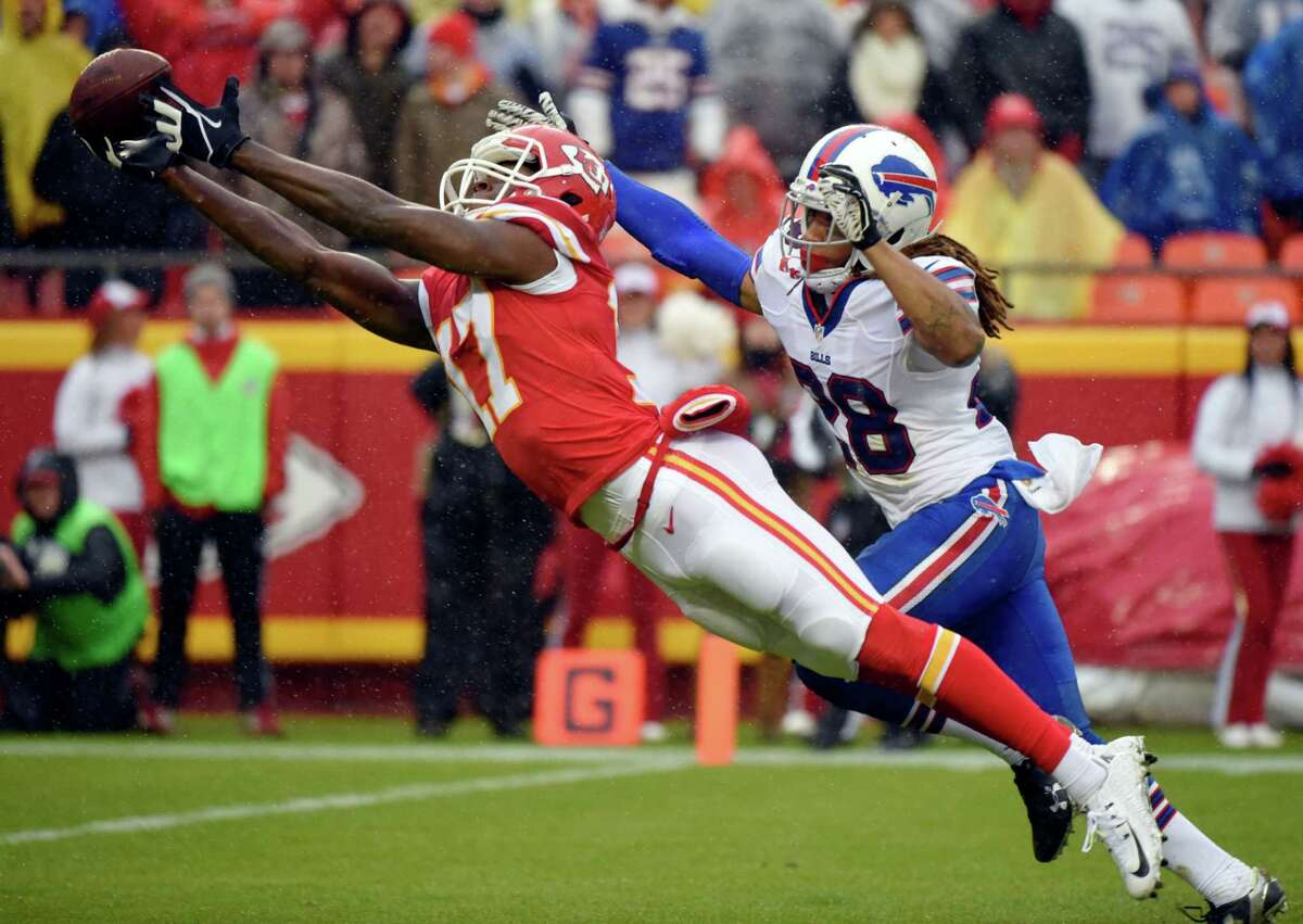 Kansas City Chiefs wide receiver Chris Conley (17) leaps but cannot reach a pass with Buffalo Bills cornerback Ronald Darby (28) behind him during the second half of an NFL football game in Kansas City, Mo., Sunday, Nov. 29, 2015. (AP Photo/Ed Zurga) ORG XMIT: MONH801