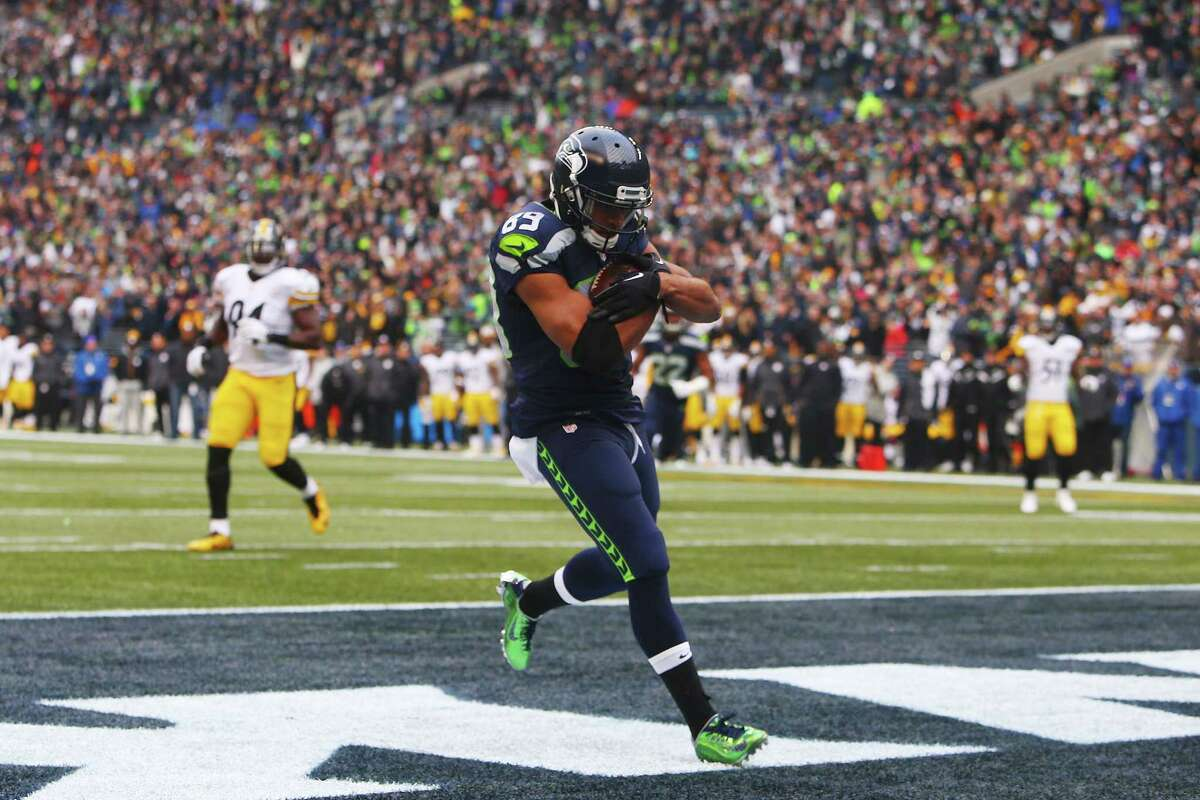 Seattles Doug Baldwin catches a touchdown pass in the second quarter of the Seahawks game against Pittsburg, Sunday, Nov. 29, 2015 at CenturyLink Field.