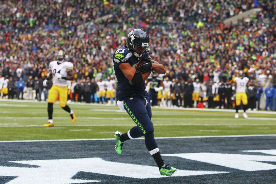 Seattles Doug Baldwin catches a touchdown pass in the second quarter of the Seahawks game against Pittsburg, Sunday, Nov. 29, 2015 at CenturyLink Field. Photo: GENNA MARTIN, SEATTLEPI.COM / SEATTLEPI.COM