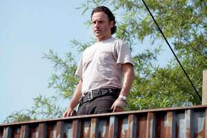 The Walking Dead: Who Died in the Midseason Finale? - Photo