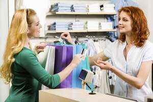 More employees are hitting holiday sales at work, survey shows - Photo