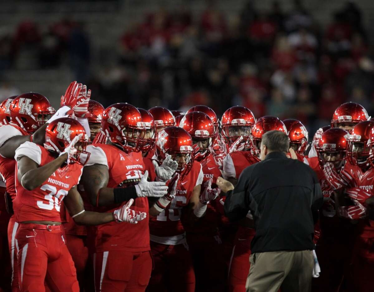 Houston Cougars head coach Tom Herman pumps up the team during before an AAC football game at TDECU Stadium Saturday, Nov. 14, 2015, in Houston. ( Jon Shapley / Houston Chronicle )