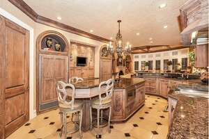 Elegant waterfront mansion in North Texas on sale for $5.75 million - Photo