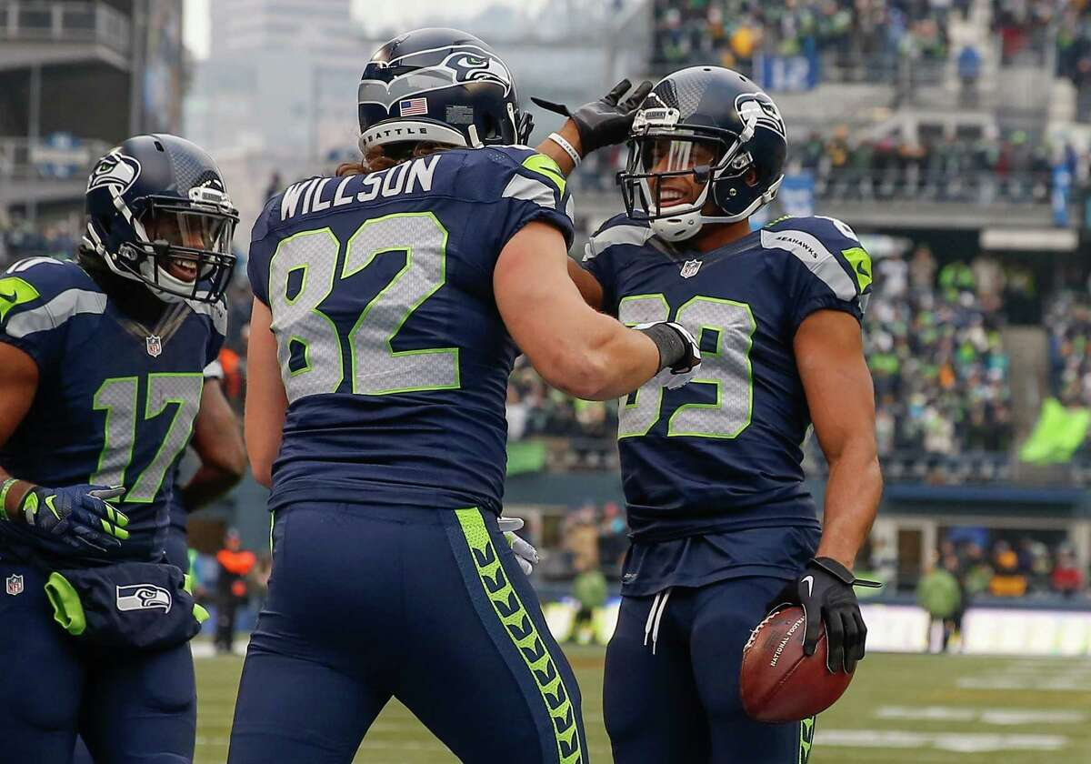 Wide receivers/tight ends: As we wrote last night, Doug Baldwin and Jermaine Kearse -- often overlooked in the Seahawks offense -- came up huge on Sunday, catching all of Wilson's touchdown passes. They weren't gimmes, either. Kearse's first came on a play when he was hit hard over the middle. Both his second score and Baldwin's third came on low passes that easily could have been dropped. Jimmy Graham was having a tremendous game for Seattle before being knocked out for the season with a torn patellar tendon. Only a couple of drops keep this from being a perfect score. Grade: A