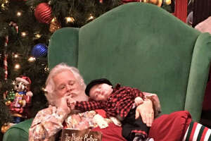 Adorable baby napping on Santa photo shoot goes viral - Photo