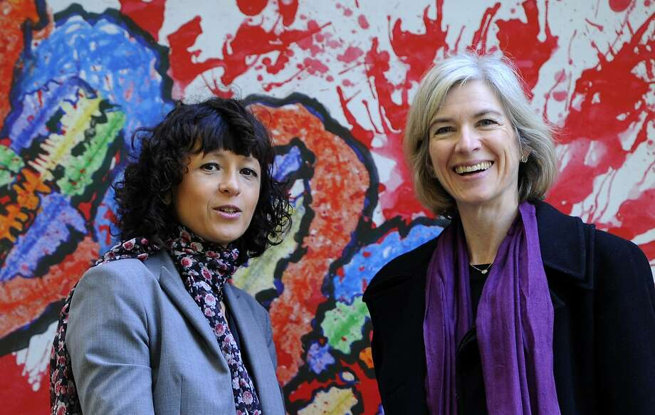 This October 2014 photo shows French researcher Emmanuelle Charpentier and Jennifer Doudna. Photo: Miguel Riopa, AFP / Getty Images