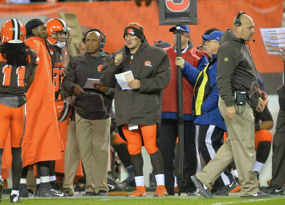 Cleveland Browns quarterback Johnny Manziel, center, stands on the sideline in the third quarter of an NFL football game against the Baltimore Ravens Monday, Nov. 30, 2015, in Cleveland. Baltimore won 33-27. Photo: David Richard, AP / FR25496 AP