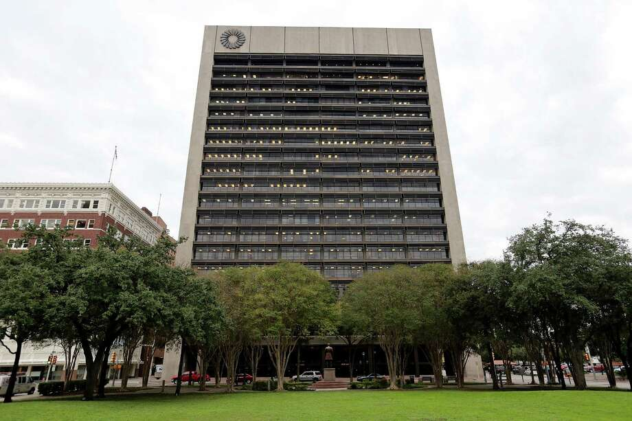 A view of the Frost Bank Tower last year. Frost Bank is pursuing the Radiation Oncology ex-CFO Scott Rickenbach to collect on a $1 million loan after two doctors who personally guaranteed the note claimed their signatures were forged. Photo: Edward A. Ornelas /San Antonio Express-News / © 2015 San Antonio Express-News