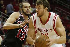 Donatas Motiejunas cleared for practice - Photo