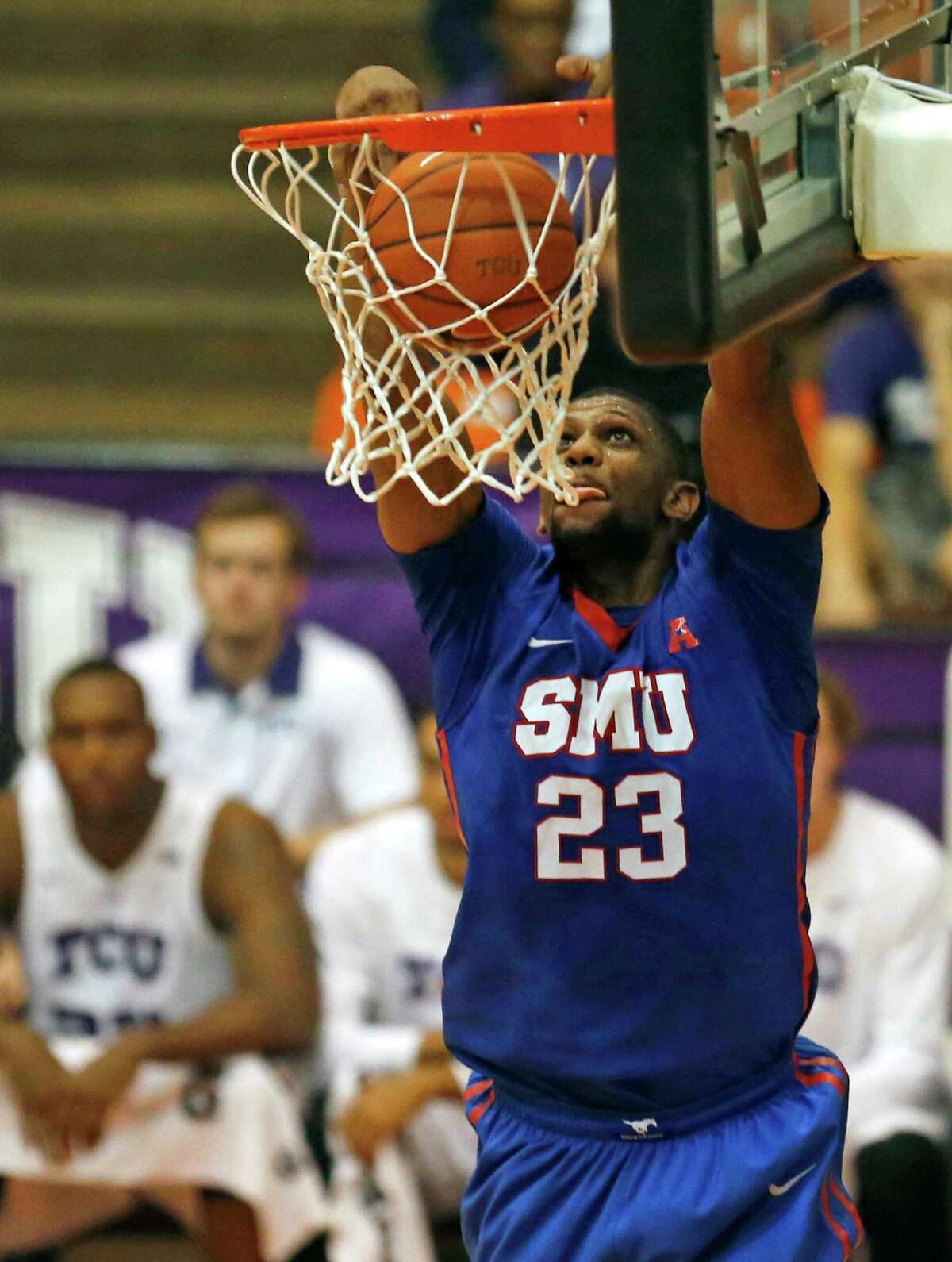 Four hot teamsSMU The 4-0 Mustangs aren't letting their NCAA sanctions old them back as they entered the rankings at No. 22 in the AP poll this week. SMU has five players averaging double digits in scoring and is led by Keith Frazier's 14.0 points per outing.