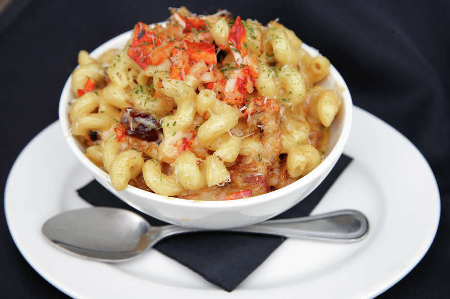 P&L Max & Cheese: cavatappi pasta with a blend of provolone, mozzarella and parmesan cheeses, lobster and pork lardons. Photo: Tom Reel /San Antonio Express-News / 2015 SAN ANTONIO EXPRESS-NEWS