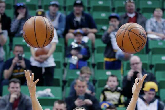 Golden State Warriors guard Stephen Curry warms up during practice before an NBA basketball game against the Utah Jazz, Monday, Nov. 30, 2015, in Salt Lake City. (AP Photo/Rick Bowmer)