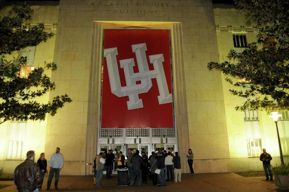 FILE - A crowd outside the Cullen Performance Hall on the University of Houston campus on Dec. 03, 2015. Tuesday, police reported they were investigating threatening posts made against the school on Instagram. Photo: Dave Rossman, For The Chronicle / Freelalnce