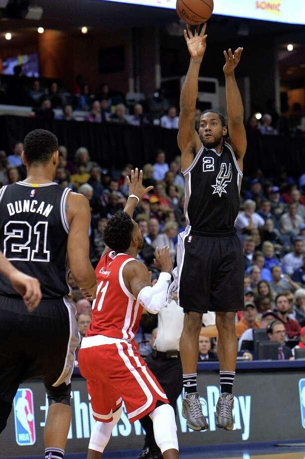 1664 x 2500~~$~~San Antonio Spurs forward Kawhi Leonard (2) shoots a 3-pointer against Memphis Grizzlies guard Mike Conley (11) during the second half of an NBA basketball game Thursday, Dec. 3, 2015, in Memphis, Tenn. Photo: Brandon Dill, AP / FR171250 AP