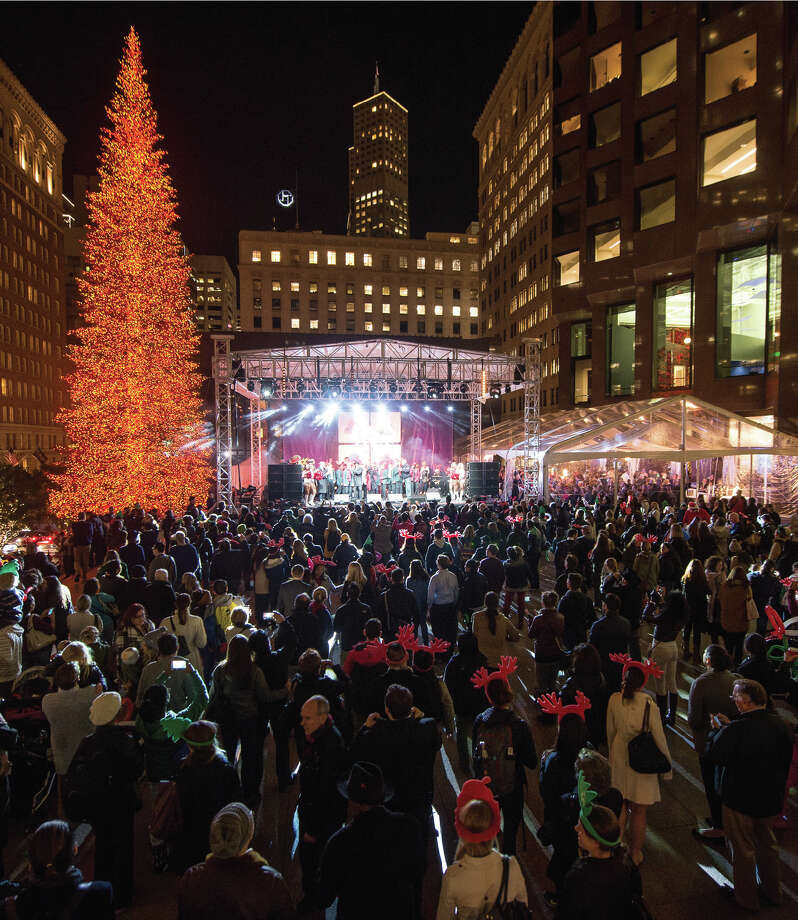 The 555 California Street holiday tree lighting ceremony took place on Dec. 1, 2015. Photo: Pike And Company