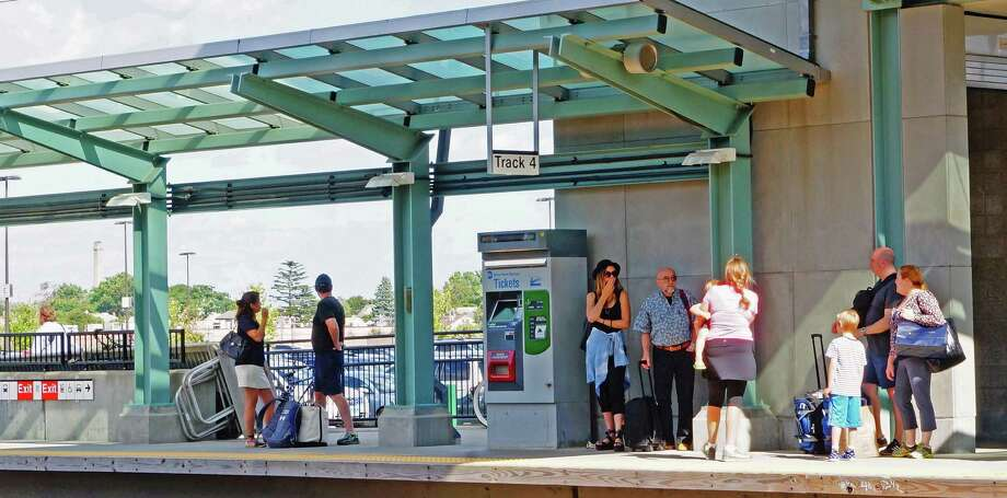 The platform at the Fairfield Metro train station. Photo: Genevieve Reilly / Genevieve Reilly / Fairfield Citizen