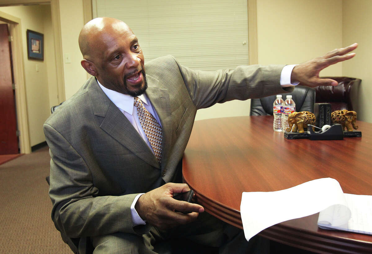 Former Spurs star Alvin Robertson talks about the resolution of legal trouble during an interview at the offices of his lawyer Brent De La Paz on Dec. 2, 2015.