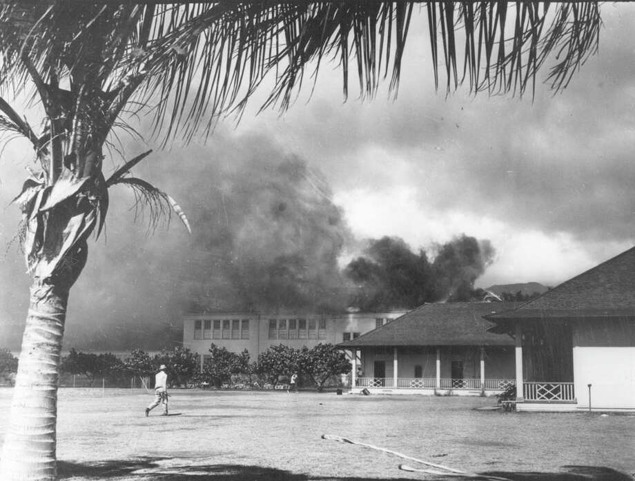 1941 Pearl Harbor Honolulu School in Flames. Honolulu school goes up in flames after surprise bombing by Japanese. Photo: Iconic Archive, Getty Images / 2015 Iconic Archive