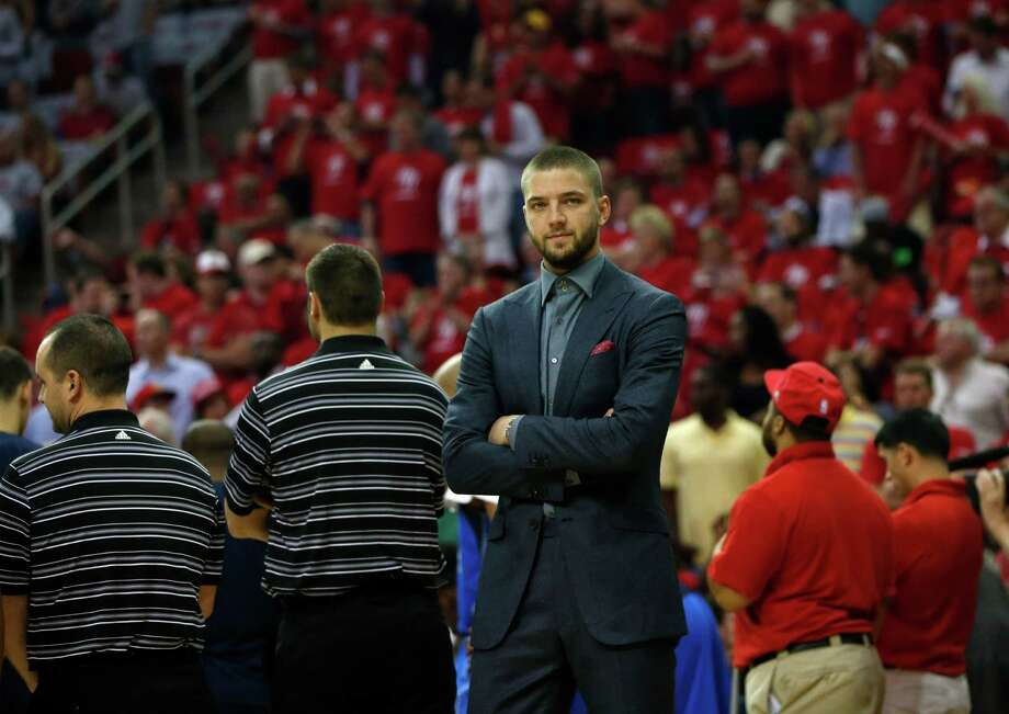 Dallas Mavericks Chandler Parsons wears a suit as he is possibly out for this series with a knee injury in the first half of Game 2 in the first round of the NBA basketball playoffs at the Toyota Center on Tuesday, April 21, 2015, in Houston.  ( Karen Warren / Houston Chronicle  ) Photo: Karen Warren, Staff / © 2015 Houston Chronicle