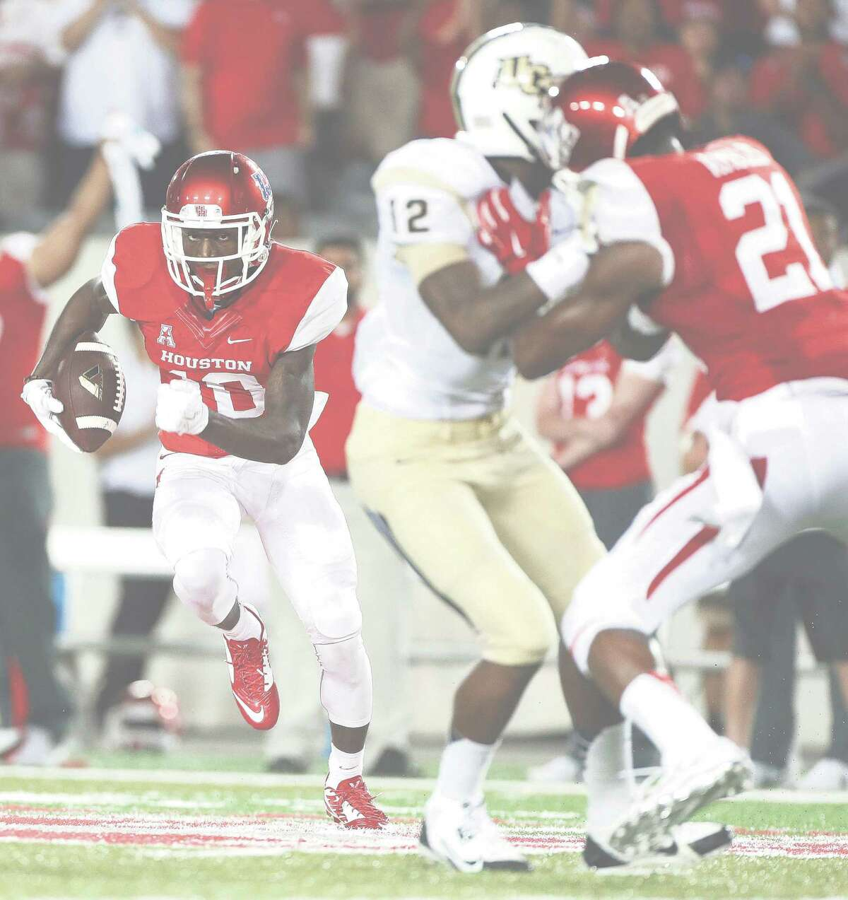 Houston Cougars wide receiver Demarcus Ayers (10) runs the ball near the goal line during the fourth quarter of a college football game at TDECU Stadium at the University of Houston, Thursday, Oct. 2, 2014, in Houston. ( Karen Warren / Houston Chronicle )