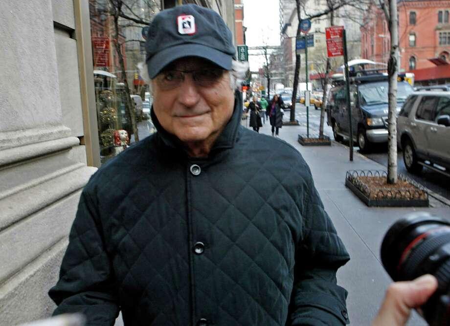 Bernard Madoff returns to his Manhattan apartment after making a court appearance in December 2008. Photo: Jason DeCrow, FRE / FR103966 AP