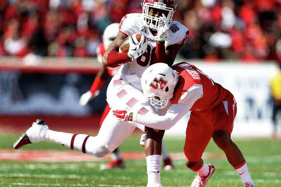 Temple Owls wide receiver Willie Smith III (80) crashes into Houston Cougars cornerback Lee Hightower (18) during the second quarter of the American Athletic Conference Championship football game at TDECU Stadium on Saturday, Dec. 5, 2015, in Houston .