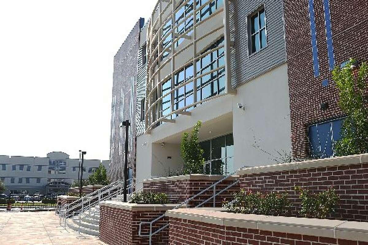 24. Lee Hernandez, South San Antonio High School Base Salary: $117,224 South San Antonio ISD