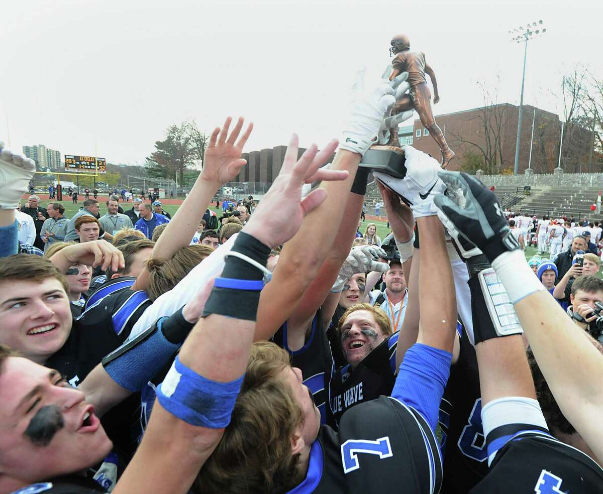 Darien beat New Canaan, 28-21, on Thanksgiving Day to win its second consecutive FCIAC championship.