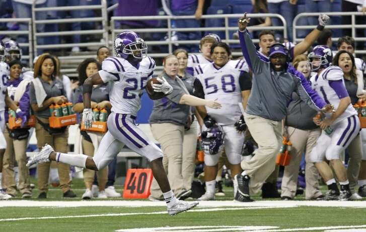 Angle ton's Billy Foster scores a 2nd half TD. 548520 HSFB Ridgepoint vs Angleton in the Class 5A Division II state quarterfinals at Alamodome on Saturday, Dec. 5, 2015.
