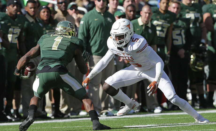 Longhorn defensive back Jolton Hill squares off on a screen pass against Corey Coleman as  Baylor hosts Texas at McClane Stadium in Waco on December 5, 2015. Photo: TOM REEL, STAFF / SAN ANTONIO EXPRESS-NEWS / 2015 SAN ANTONIO EXPRESS-NEWS