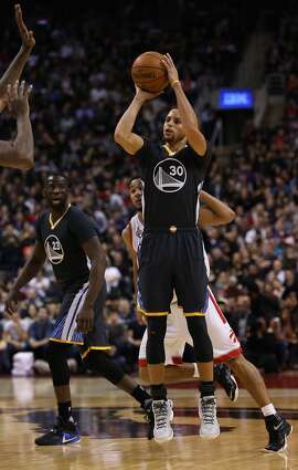 TORONTO, ON - DECEMBER 05:  Stephen Curry #30 of the Golden State Warriors shoots the ball during an NBA game against the Toronto Raptors at the Air Canada Centre on December 05, 2015 in Toronto, Ontario, Canada.  NOTE TO USER: User expressly acknowledges and agrees that, by downloading and or using this photograph, User is consenting to the terms and conditions of the Getty Images License Agreement.  (Photo by Vaughn Ridley/Getty Images)