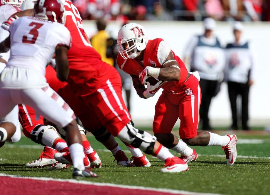 Javin Webb (right) was fourth in rushing for UH with 277 yards and four touchdowns in 2015. Photo: Houston Chronicle