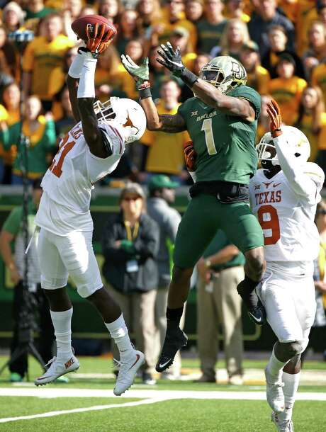 Texas defensive back Duke Thomas, left, gets to a second-quarter pass before it can fall into the waiting hands of Baylor's Corey Coleman. Photo: Ron Jenkins, Stringer / 2015 Getty Images