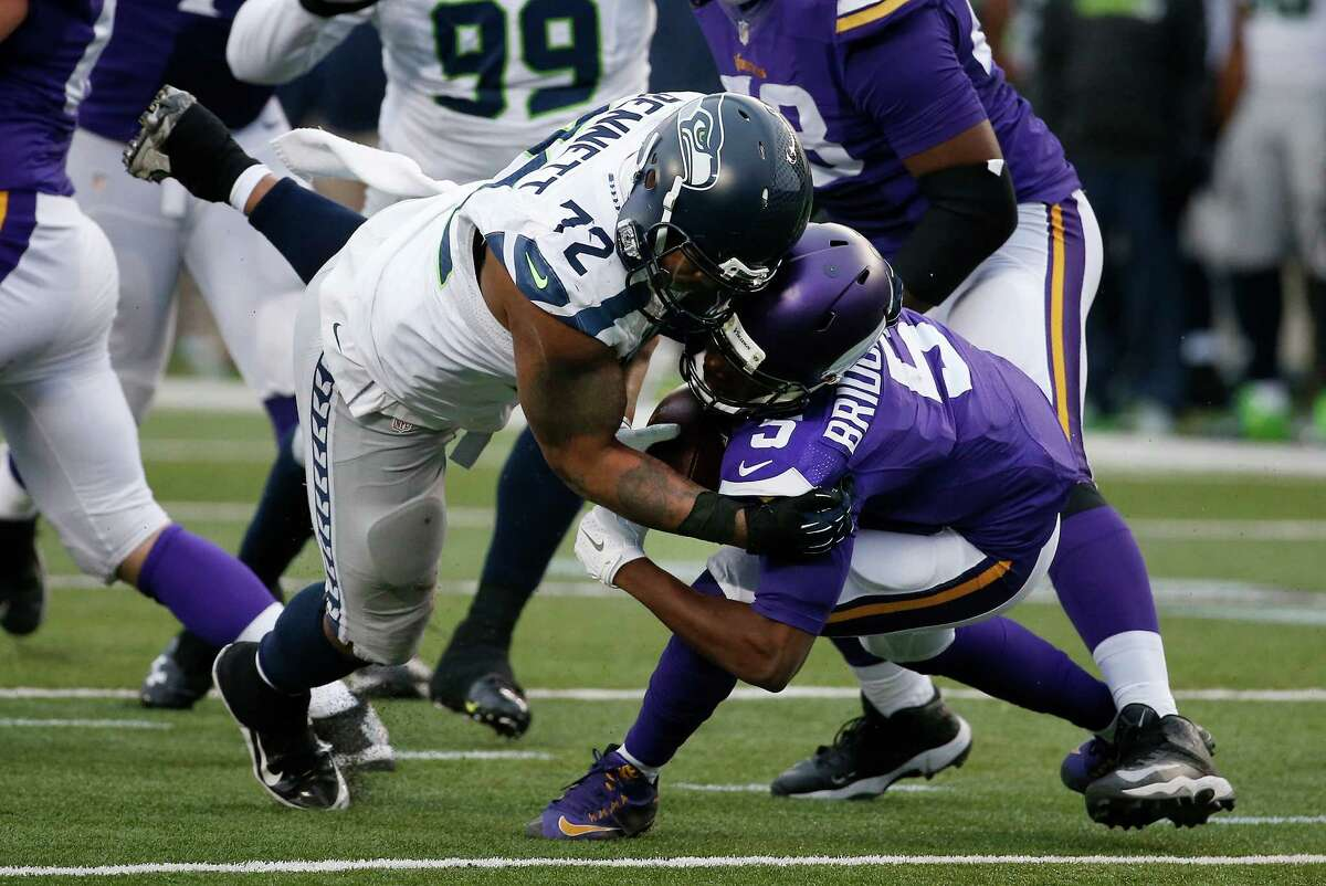 Player in focus Defense: DL Michael Bennett and Cliff AvrilWith Minnesota struggling in pass protection this season, we picked Bennett and Avril as our defensive contributors to keep an eye on. Avril didn't have an especially notable afternoon by his standards, but Bennett was disruptive throughout, notching another sack and four tackles in total and offering up consistent pressure on Teddy Bridgewater. Minnesota's offense simply didn't have an answer, as the Vikings' only score came on a kickoff return from Coradarelle Patterson. This was a much-needed dominant performance for Seattle's defensive unit after they were torched by Ben Roethlisberger and the Steelers a week ago.