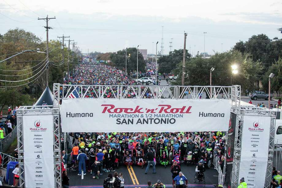 Thousands of runners lined up at the starting line for the Rock 'n' Roll San Antonio Marathon Sunday Dec. 6, 2015 at the Alamodome. Photo: Julysa Sosa/ For The San Antonio / San Antonio Express-News / San Antonio Express-News