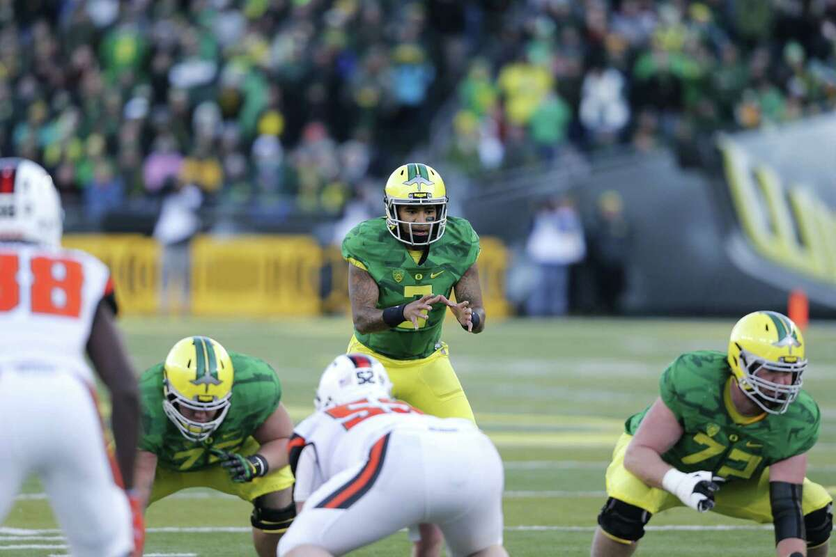 Oregon quarterback Vernon Adams, Jr.,in the second half of an NCAA college football game, in Eugene Ore., on Friday, Nov. 27, 2015. Oregon won 52-42. (AP Photo/Timothy J. Gonzalez)