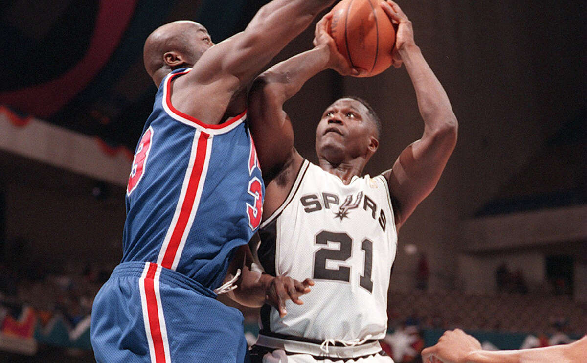 Spurs' Dominique Wilkins goes up against Yinka Dare of the New Jersey Nets at the Alamodome on Jan. 22, 1997.
