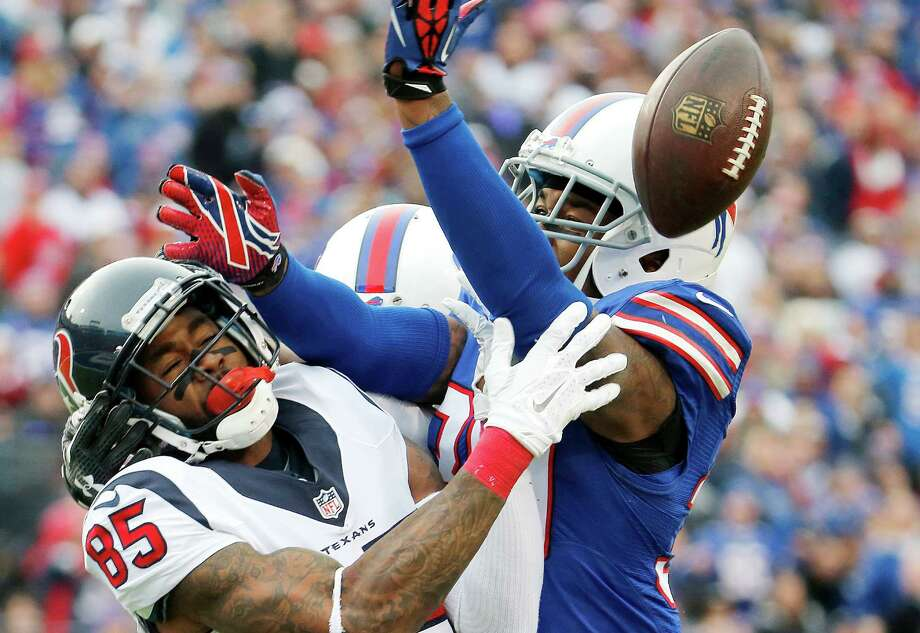 Bills strong safety Bacarri Rambo (right) defends as Texans wide receiver Nate Washington can't catch this pass in the second half in Orchard Park, New York. Photo: Bill Wippert /Associated Press / FR170745 AP