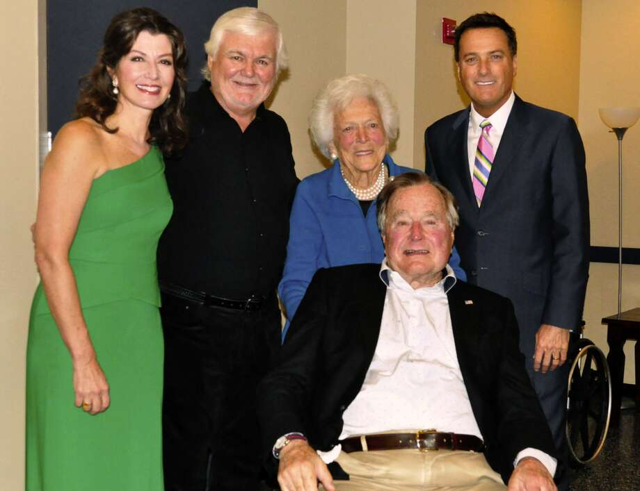 Bushes step out for Christmas concert in The Woodlands ...