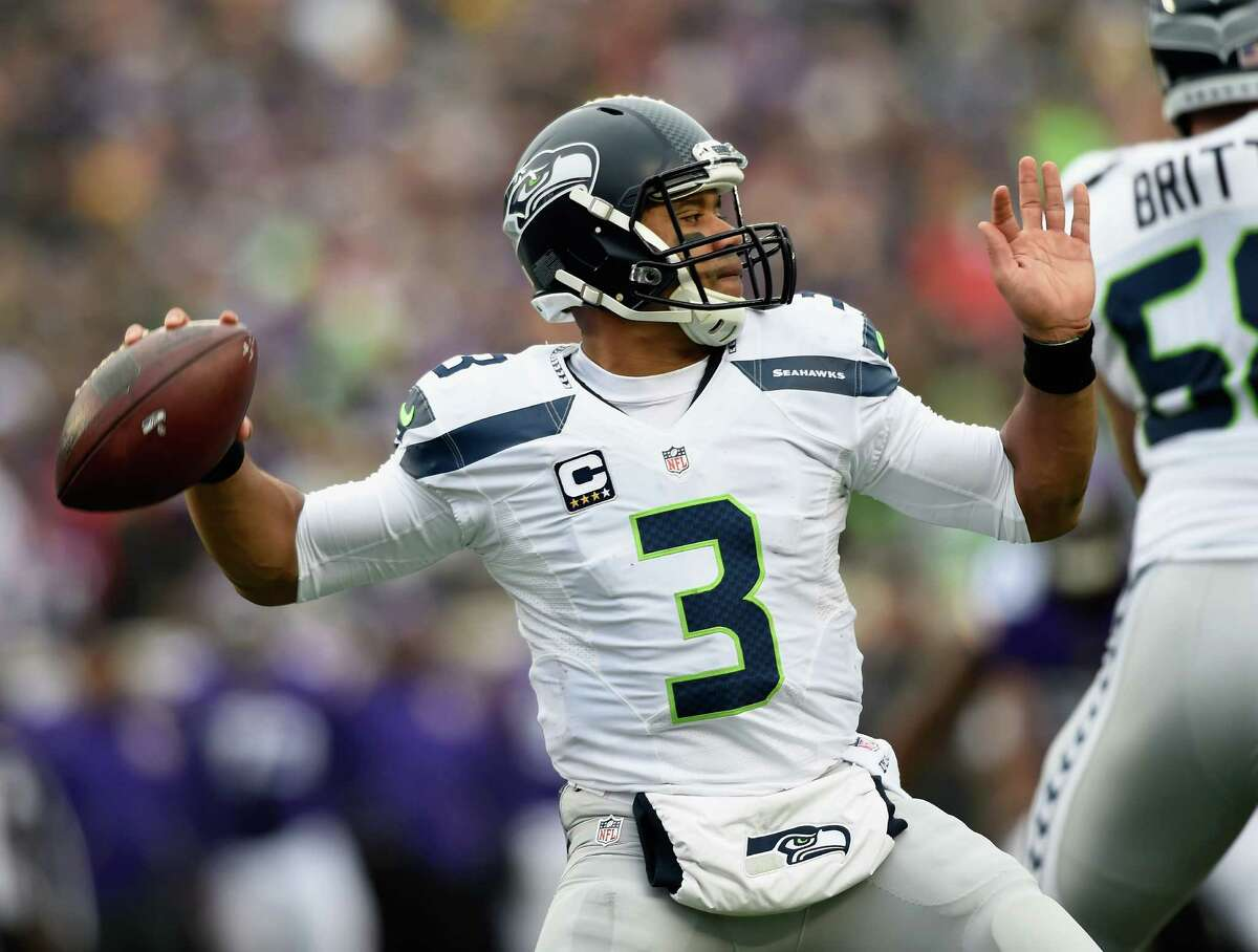Quarterback: Russell Wilson was lights out for the third consecutive week. Facing a Vikings defense ranked second in the NFL in points allowed, Wilson completed 21 of 27 passes for 274 yards, three touchdowns and no interceptions. He also had nine runs for 51 yards and a touchdown. Since losing to the Arizona Cardinals on Nov. 15, Wilson has played at an MVP level. During that three-game stretch, he's 66-for-86 for 879 passing yards, 12 touchdowns (11 passing, one rushing) and no interceptions. Grade: A+
