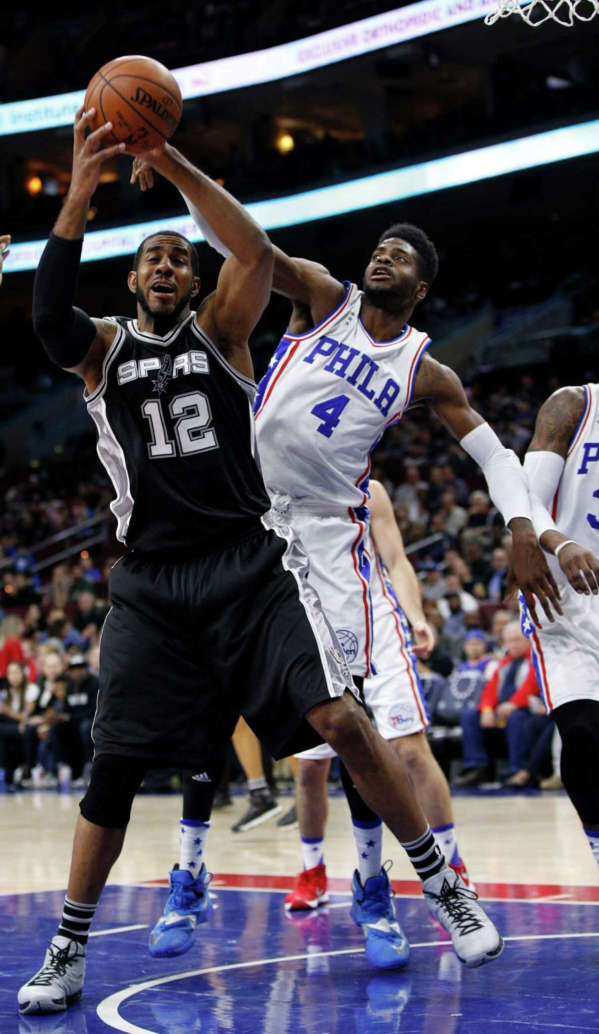 2598 x 4477~~$~~San Antonio Spurs' LaMarcus Aldridge, left, reacts as Philadelphia 76ers' Nerlens Noel, right, reaches from behind for the ball during the first half of an NBA basketball game, Monday, Dec. 7, 2015, in Philadelphia.