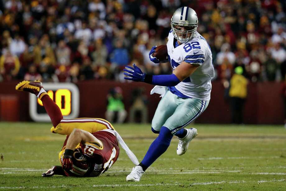 LANDOVER, MD - DECEMBER 7: Tight end Jason Witten #82 of the Dallas Cowboys carries the ball past inside linebacker Will Compton #51 of the Washington Redskins in the third quarter at FedExField on December 7, 2015 in Landover, Maryland. (Photo by Rob Carr/Getty Images) ORG XMIT: 587435981 Photo: Rob Carr / 2015 Getty Images