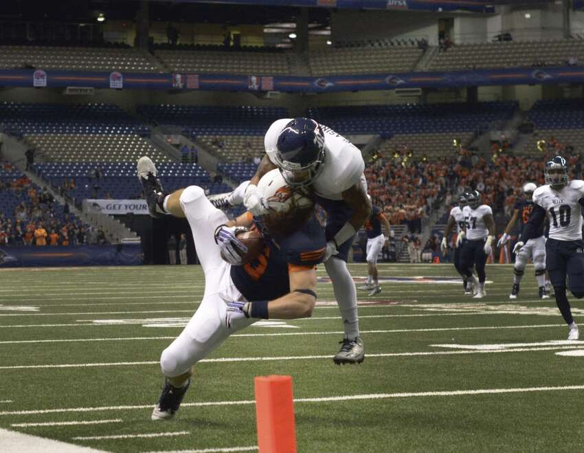 UTSA tight end David Morgan II hauls in a pass near the goal line as Rice defender J.T. Blasingame defends during first-half college football action in the Alamodome on Saturday, Nov. 21, 2015.