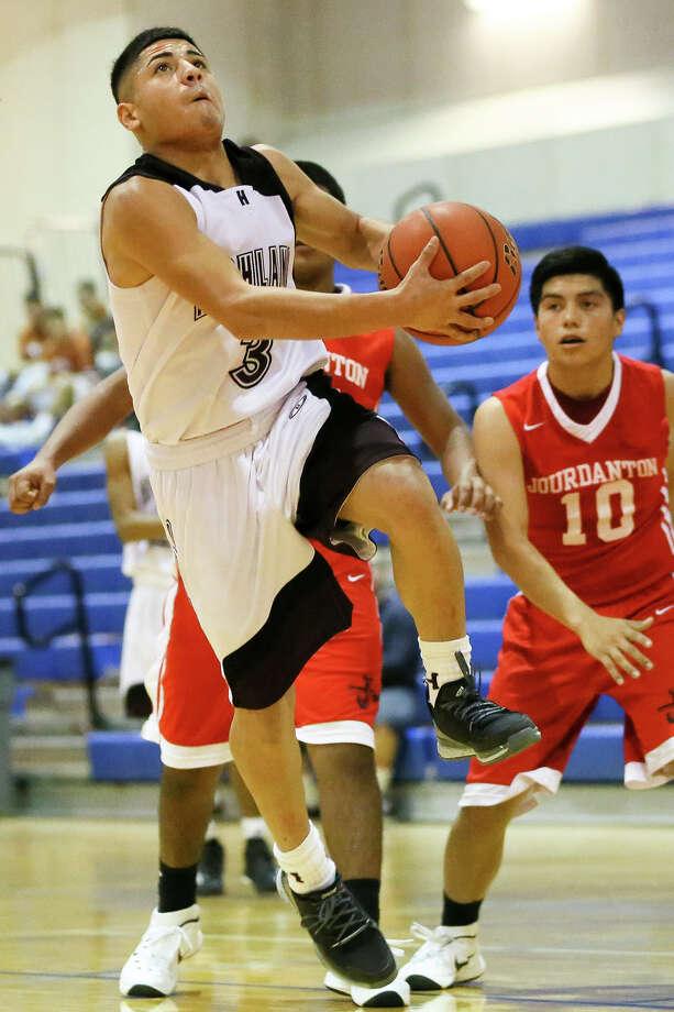 Highlands' Gerardo Marquez drives to the basket in their second round game with Jourdanton in the 2015 South San Antonio Boys Varsity Basketball Tournament on  Dec. 4. Highlands beat Jourdanton 71-36. Photo: Marvin Pfeiffer /San Antonio Express-News / Express-News 2015