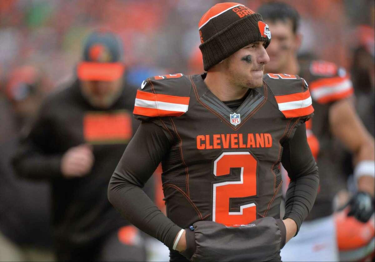Browns quarterback Johnny Manziel walks off the field at halftime against the Cincinnati Bengals.