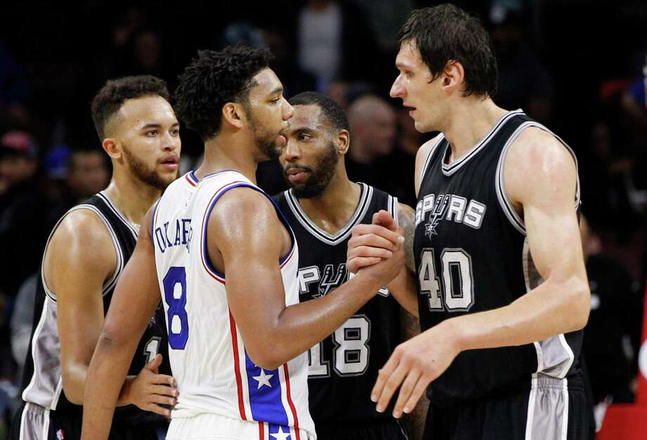 Spurs' Boban Marjanovic, right, shakes hands with 76ers' Jahlil Okafor following the game on Dec. 7, 2015, in Philadelphia. Photo: Chris Szagola /Associated Press / FR170982 AP